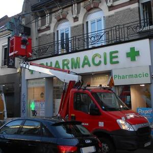 Dépannage entretien SAV enseigne croix pharmacie Amiens