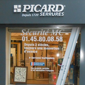 Fabricant enseignes non lumineuse Amiens magasin commerce