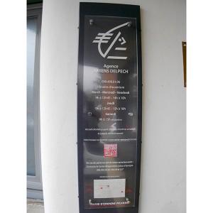 Signaletique PLV Amiens bureau banque panneau plexiglas